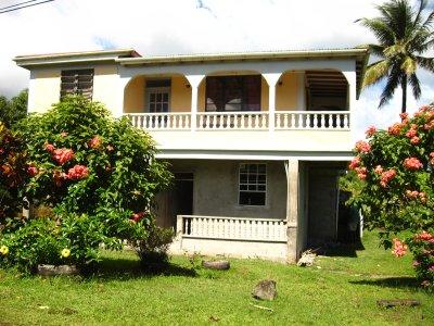 Dominica – Bo i byar hos familjer