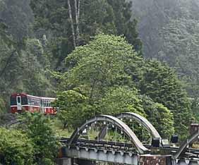 taiwan-alishan-railway-fram