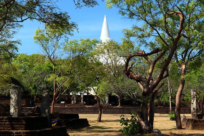 sl-2017-polonnaruwa-vit-tempel