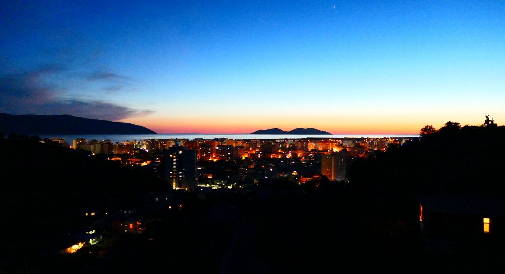albanien-kustvagen-vlore-solned2