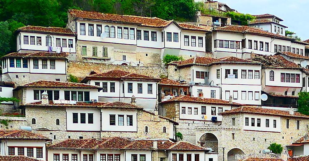 berat-albanien-fonster