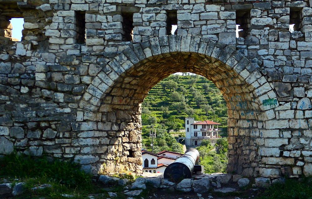 berat-albanien-fort-kanon2