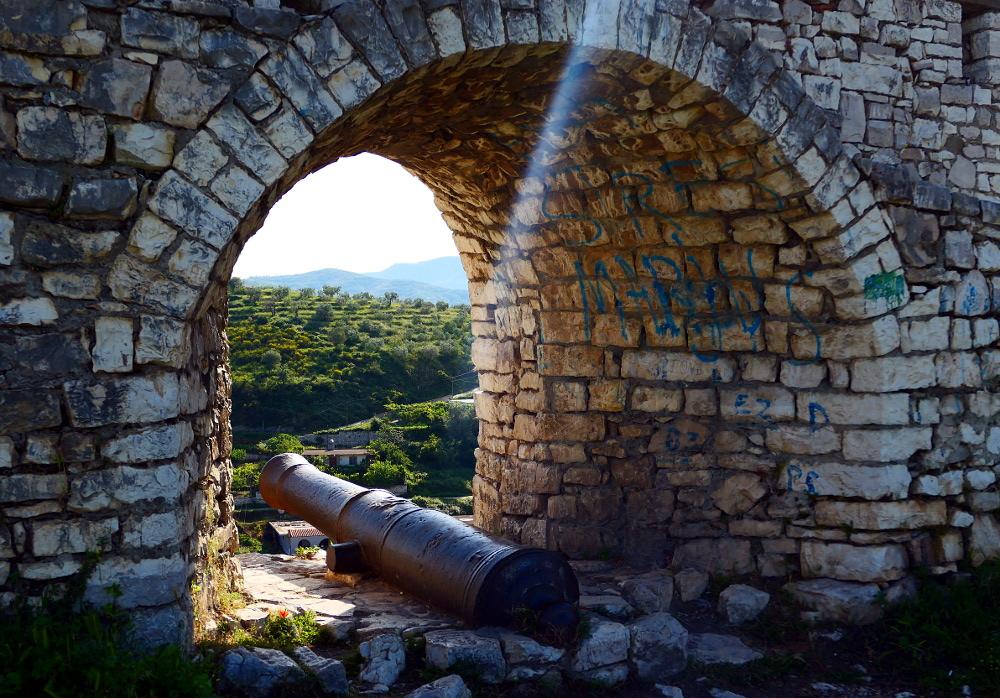 berat-albanien-fort-kanon3