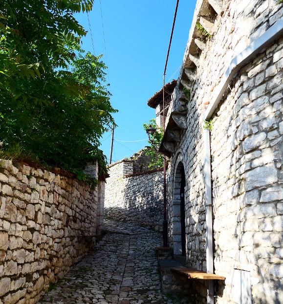 berat-albanien-fortet-grand-hus