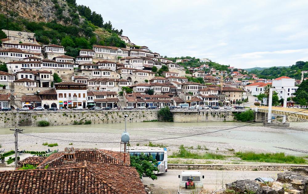 berat-albanien-klattrar-upp