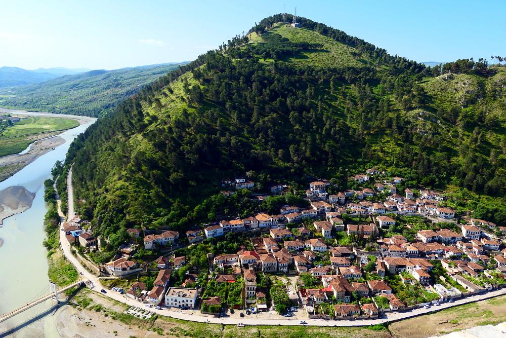 berat-albanien-vybild-andra-sidan-flod2