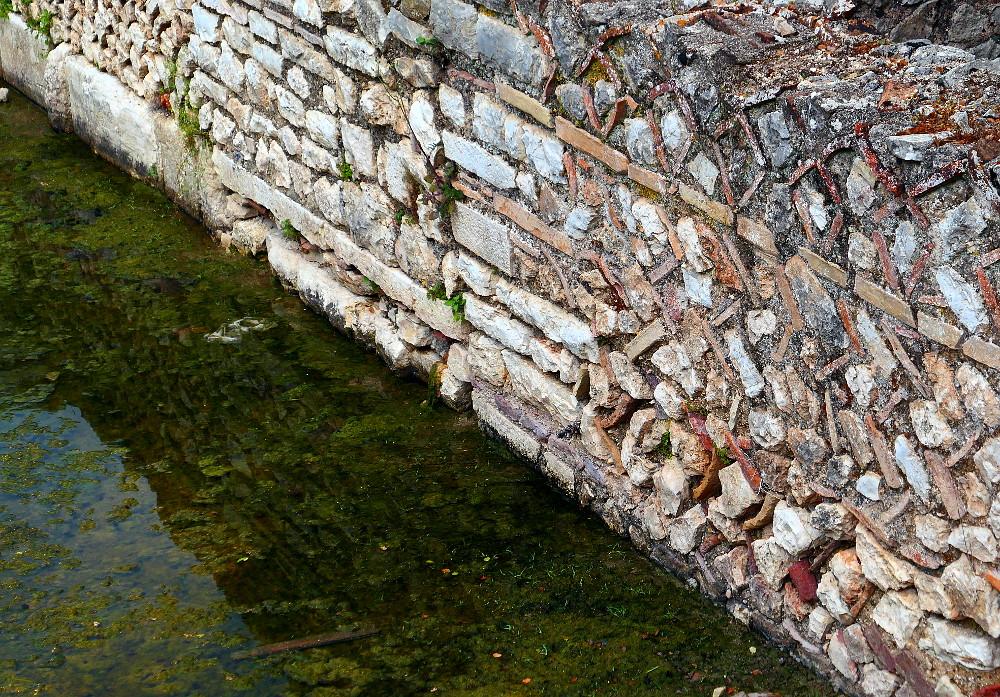 butrint-albanien-2-2-narbild-mur-vatten