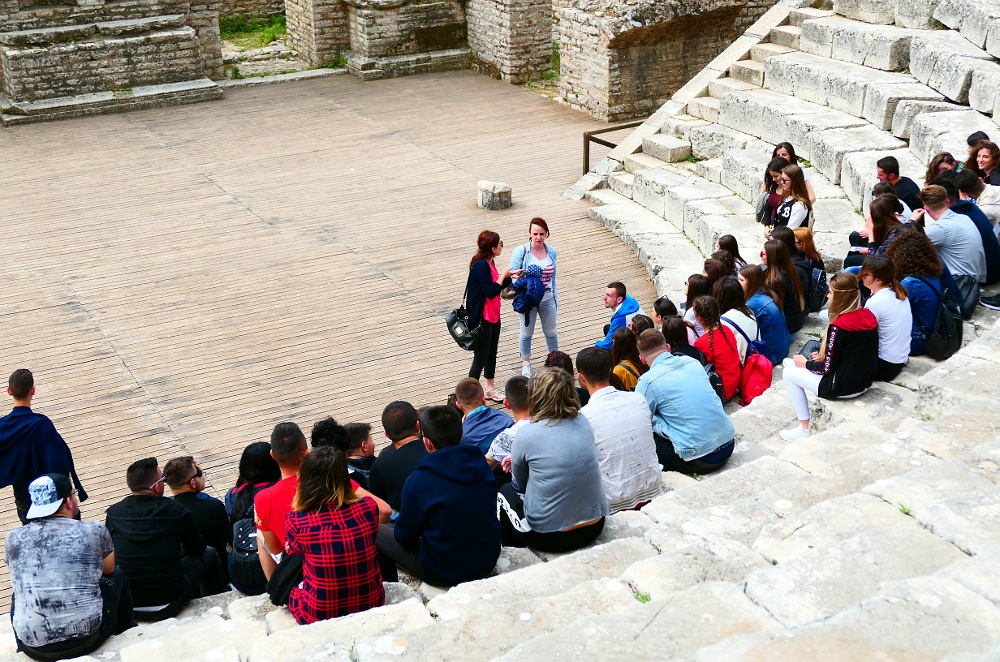 butrint-albanien-4-theater-skolklass