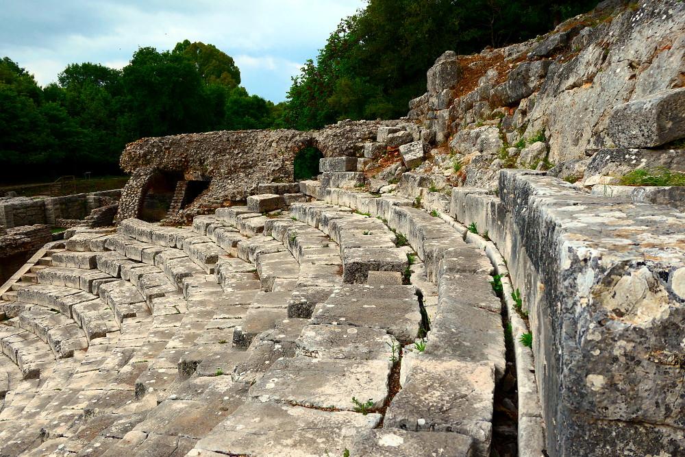 butrint-albanien-5-theater-narbild