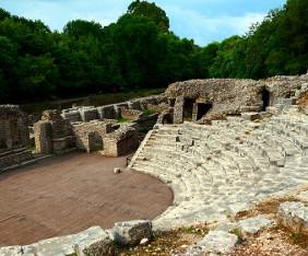 butrint-albanien-teater-fram