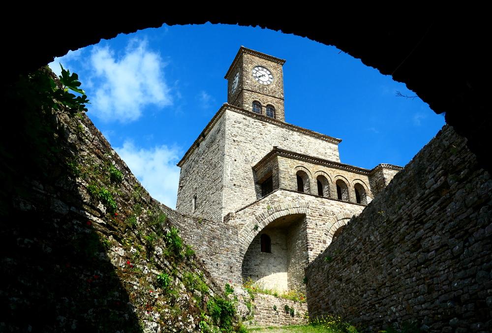 gjirokaster-albanien-fortet-klocktorn