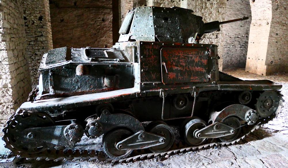 gjirokaster-albanien-fortet-tank