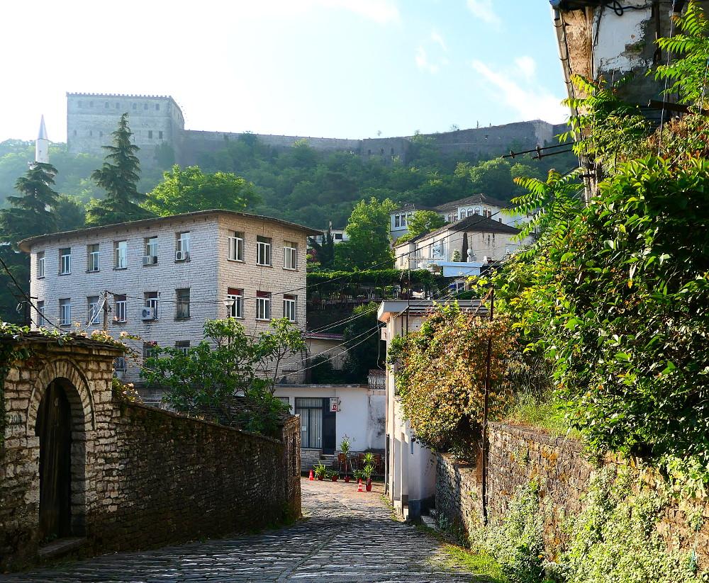 gjirokaster-albanien-stengata-plus-fort