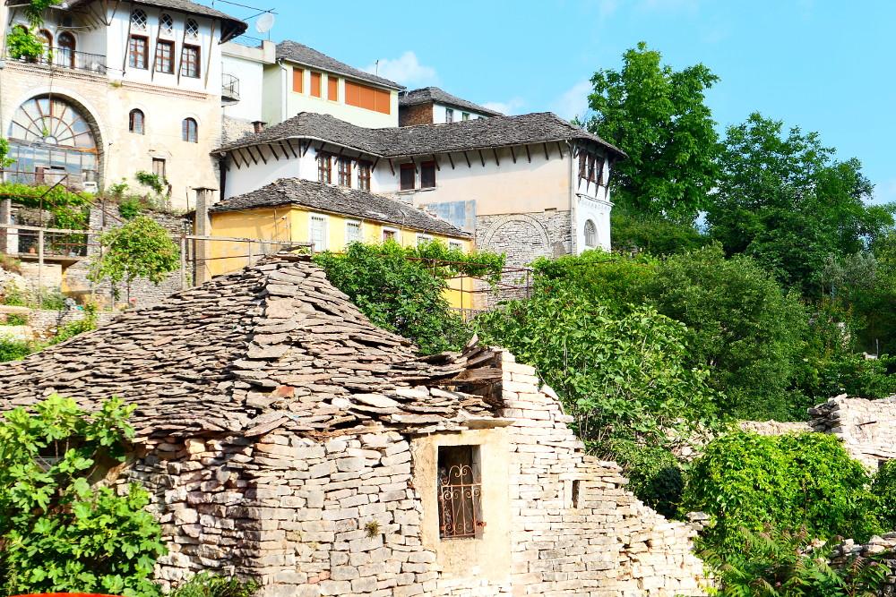 gjirokaster-albanien-stentak-hus-narbild1