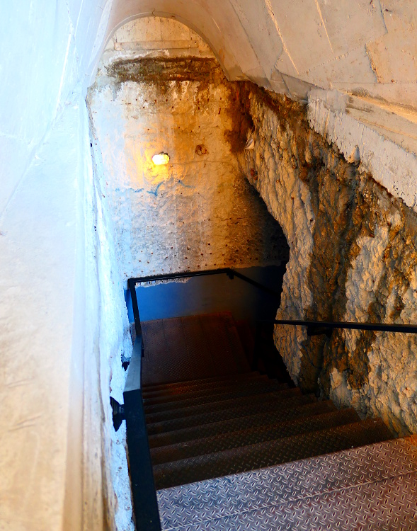 tirana-albanien-bunker-in1