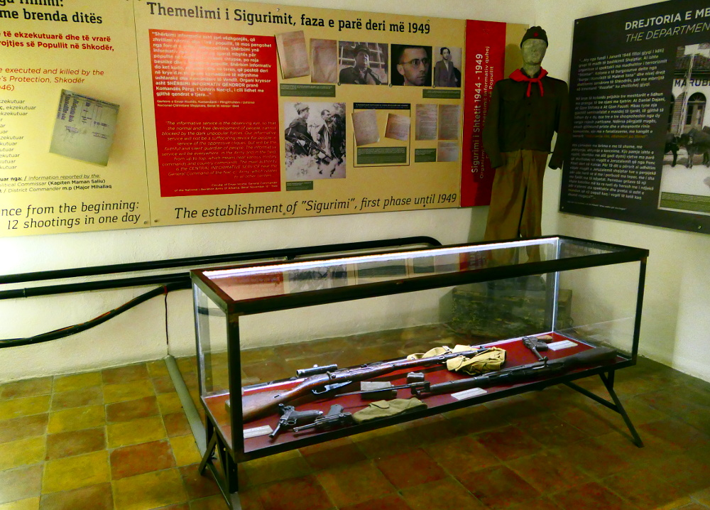 tirana-albanien-bunker-sigurimit