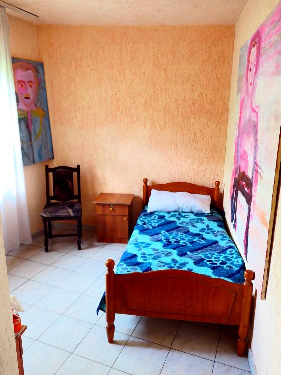 tirana-albanien-hotellrum