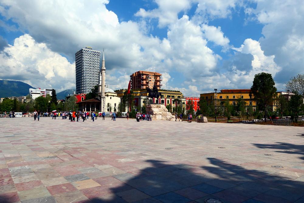 tirana-albanien-torget2-2