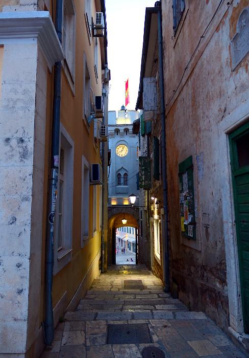 montenegro-herceg-novi-grand-klocktorn