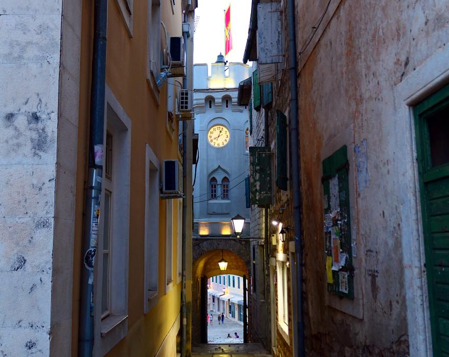 montenegro-herceg-novi-grand-klocktorn2