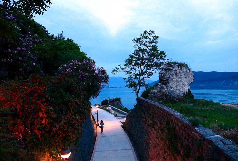 montenegro-herceg-novi-strandpromenad2