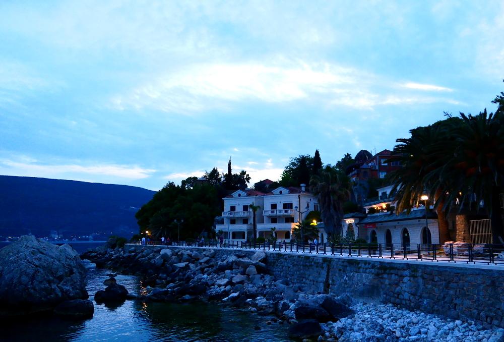 montenegro-herceg-novi-strandpromenad3